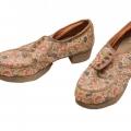 Audekla kurpes uz koka zoles, gatavotas Rīgā uz pasūtījuma II pasaules kara laikā. SM 3557