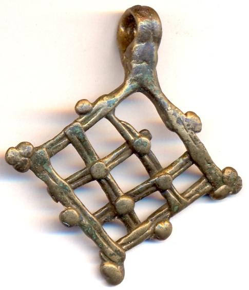 Bronzas piekariņš, no Turaidas Baznīckalna apbedījumiem, XIV/XV gs. SM 3929