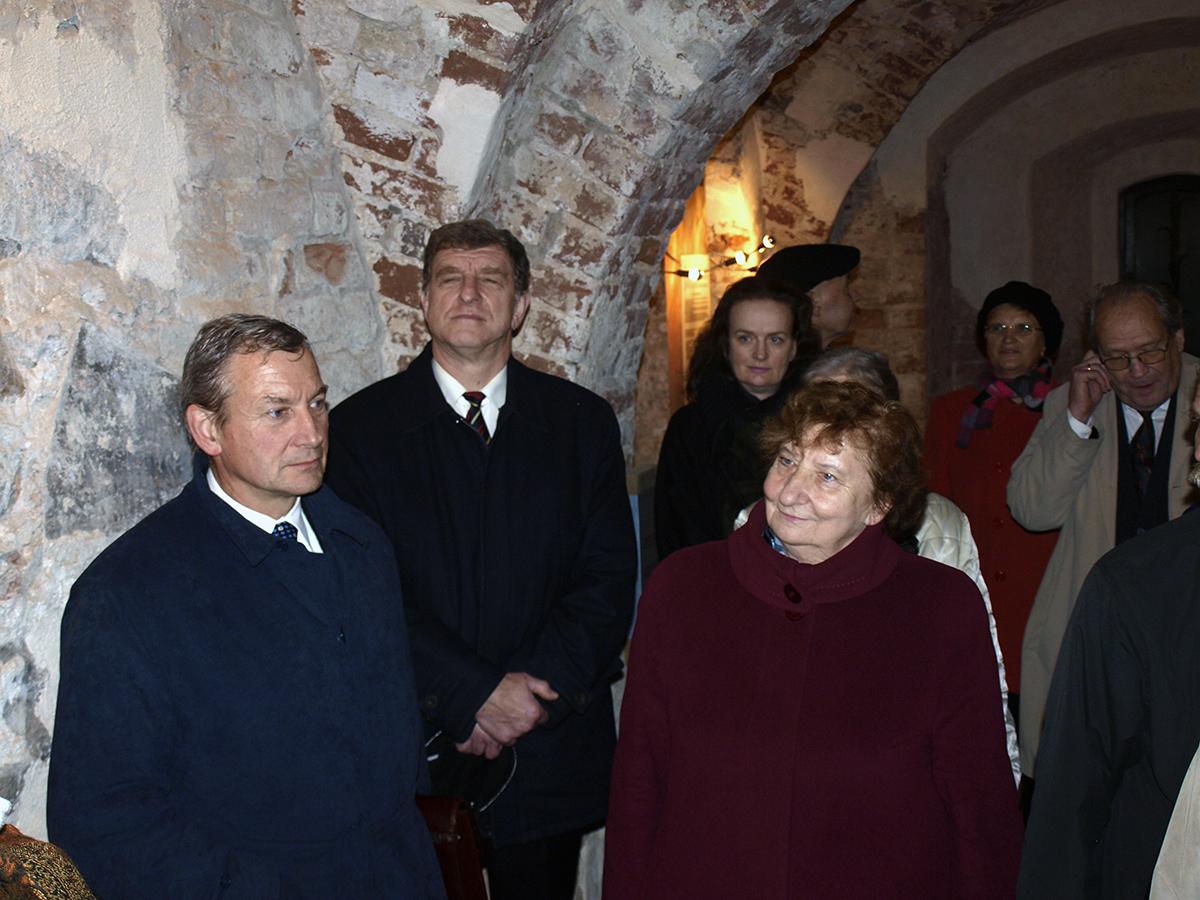 Pasākuma dalībnieki Turaidas mūra pils Dienvidu korpusa pirmā stāva telpā