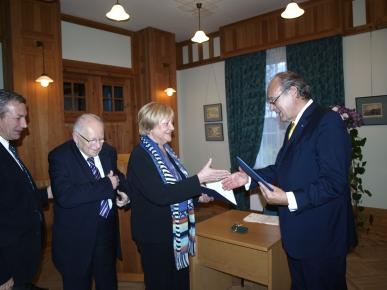 No labās: Fēliks Ungers, Anna Jurkāne, Jānis Stradiņš un Ojārs Spārītis, Latvijas Zinātņu akadēmijas prezidents