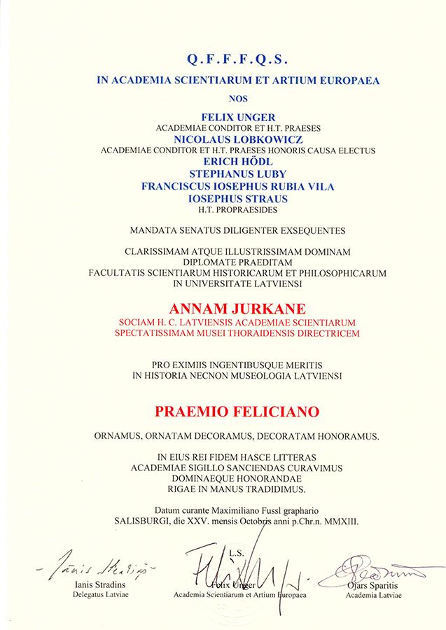 Annai Jurkānei piešķirtās Feliksa balvas diploma teksts latīņu valodā