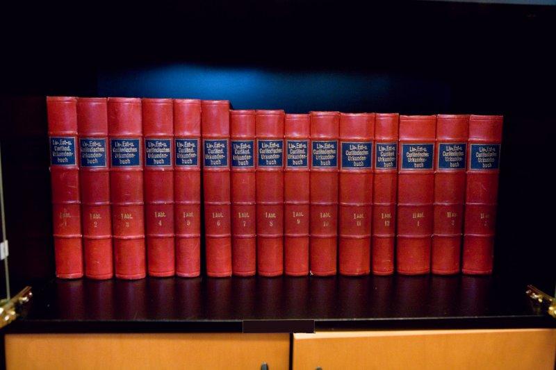 """""""Liv., Esth. und Curlandischer Urkundenbuch. (Likumu grāmatas) 15 sējumi; izdots Vācijā 1859. g. SM 8687"""