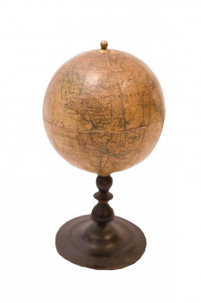 Ernsta Šottes (Ernst Schotte) izdevniecībā Berlīnē 19. gadsimta 60. gados darinātais globuss, TMR plg 5249