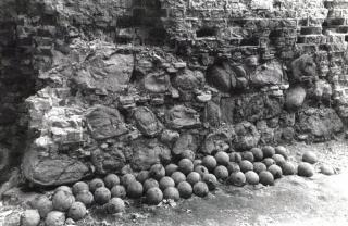 Turaidas pilskalnā atrastas 48 čuguna lielgabala lodes