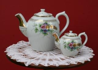 Tējkanna un tējas stipruma kanniņa