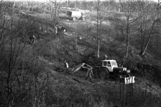 Mīnu izcelšana no dīķīša Turaidas muzejrezervāta teritorijā 1983. gadā