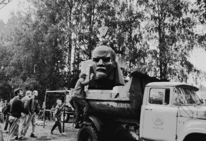 Ļeņina pieminekļa demontāža Siguldā 1990. gada 22. augustā