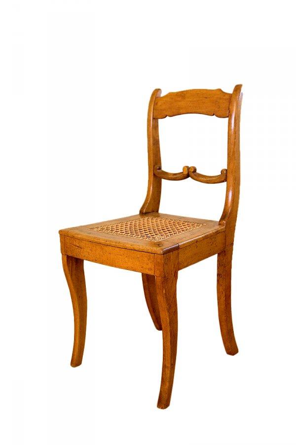 Krēsls vēlīna bīdermeirea stila formās ar pītu sēžamo daļu, darināts Latvijā ap 1850. gadu. TMR 24153