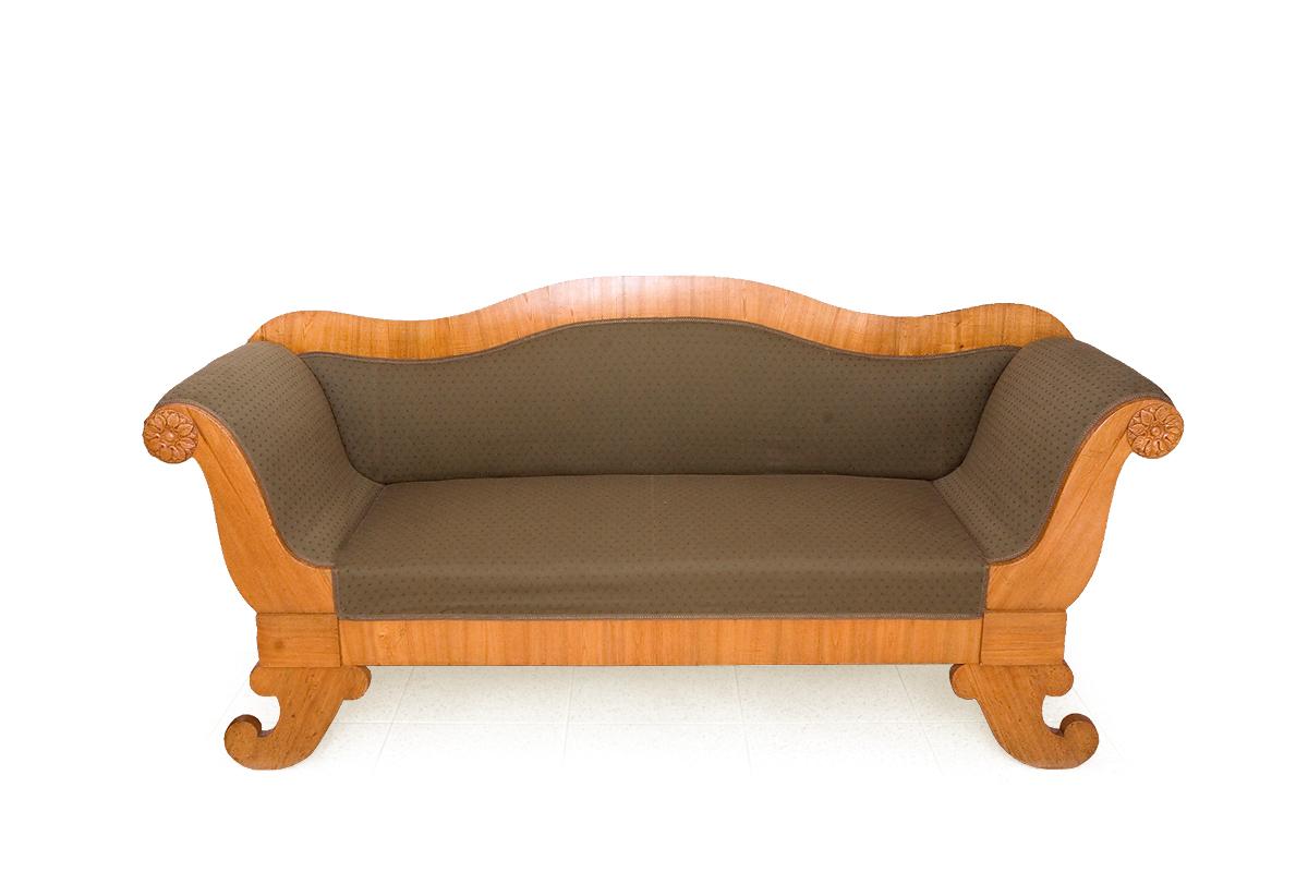 Sofa ar jūraszāļu pildījumu bīdermeiera stilā, izgatavota Latvijā 19. gadsimta 30.-40. gados. TMR 24324
