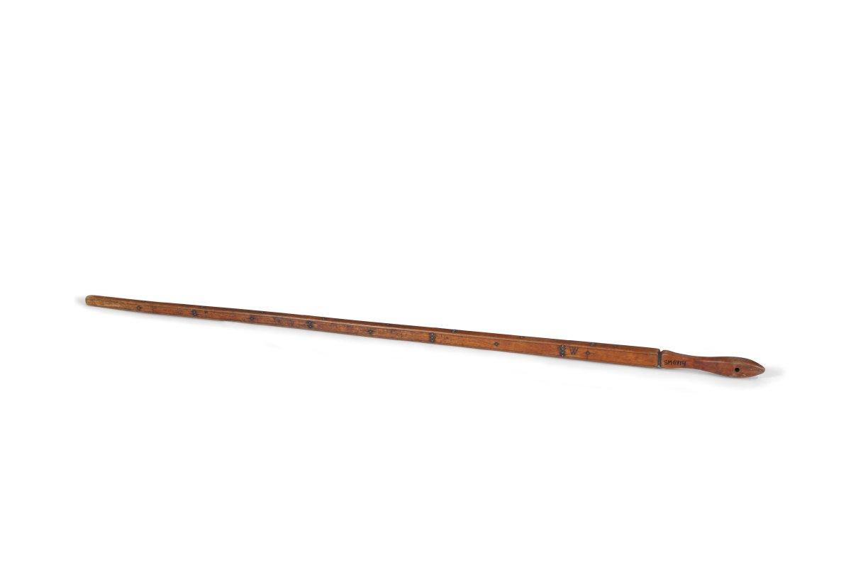 Olekte – mērs auduma mērīšanai, lietots 19. gadsimta beigās un 20. gadsimta sākumā aužot. SM 6714
