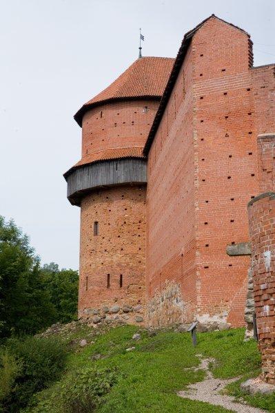Pusapaļais tornis