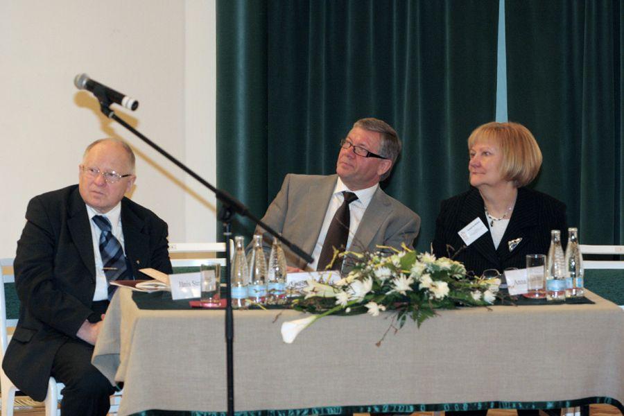 """2007. gada 26. - 27. aprīlis Turaidas muzejrezervāts un Siguldas novada dome sadarbībā ar LR Zinātņu akadēmiju Siguldā organizē zinātnisku konferenci """"Siguldas 800 gadi dabā un kultūrvidē"""". Akadēmiķis Jānis Stradiņš bija konferences patrons"""