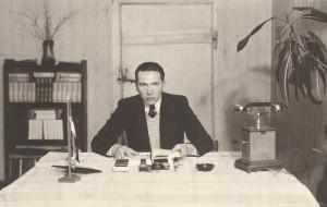 J. Graudonis savā darba istabā Tūjas pagasta 6-klašu pamatskolā. 1938. gads