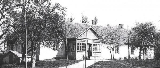 Tūjas pamatskola. Pievedceļš ar Jāņa Graudoņa stādītajām liepiņām. 1938. gads
