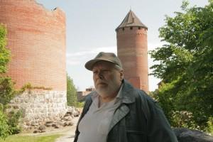 Arhitekts Gunārs Jansons 2011. gada 2. jūnijā Latvijas Zinātņu akadēmijas izbraukuma sēdes laikā Turaidas muzejrezervātā. Fotogrāfs A. Linarts
