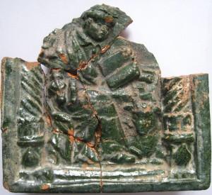 Turaidas pilī atrastais krāsns podiņš ar evaņģēlista Lukas attēlu