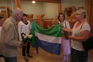 2008. gadā Turaidā, saņemot dāvanu - lībiešu karogu