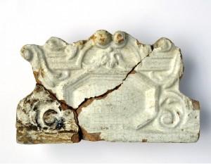 Turaidas pils drupās atrasts krāsns podiņš ar barokālas kartušas motīvu. 18. gs. pirmā puse