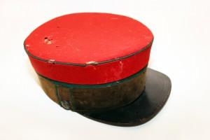 Siguldas dzelzceļa stacijas priekšnieka formas cepure 20. gadsimta 20. gados