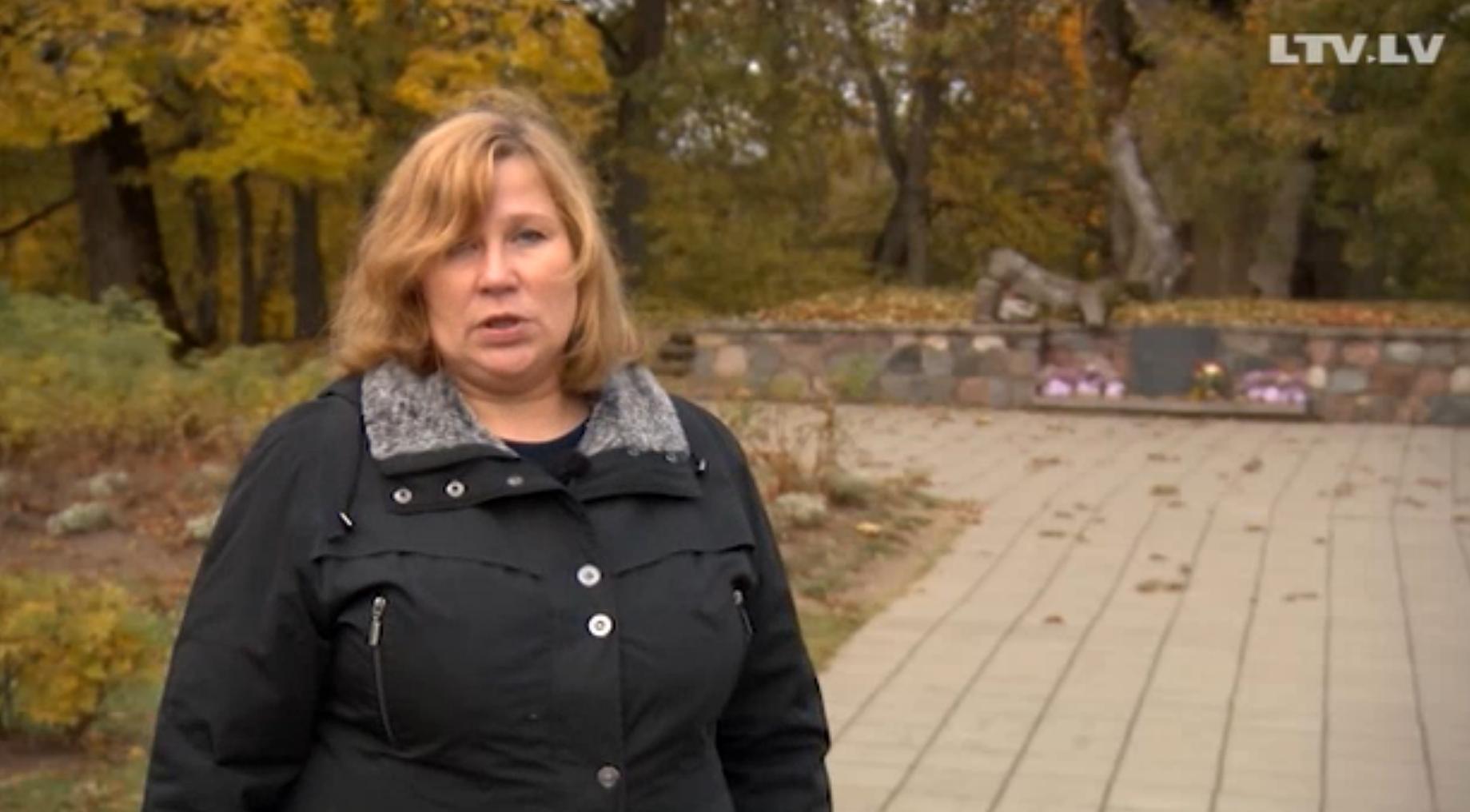 Turaidas muzejrezervāta direktores vietniece Vija Stikāne uzdod jautājumu, kas saistīts ar stāstu par Turaidas Rozi