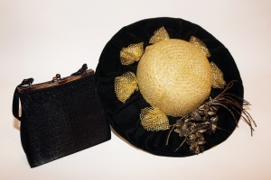 Cepure un rokassomiņa, kas piederējusi ārstei T. Rubažai