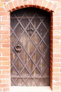 Lielā pusapaļā torņa durvis