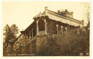 Skats uz Jauno pili no rietumiem, pirms pārbūves darbiem. Ap 1930. gadu.