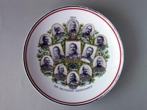Dekoratīvs šķīvis ar I Pasaules kara Vācijas augstākās militārās pavēlniecības personu portretiem. TMR 27866