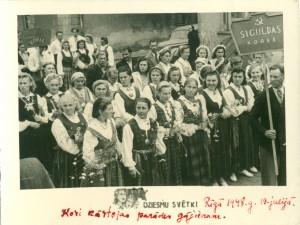 Fotogrāfija. Siguldas koru dalībnieki Rīgā. TMR 26543