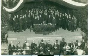 1)Latvijas valsts pasludināšana 1918. gada 18. novembrī Rīgā, II pilsētas teātrī. Viļa Rīdzenieka foto
