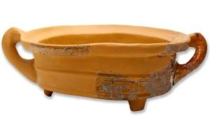 Turaidas pilī 17. gs. vai 18. gs. pirmajā pusē izmantots keramikas katls – no Nīderlandes ievests trijkājis. Restaurējusi Inta Tiltiņa, foto: Agris Tabaks
