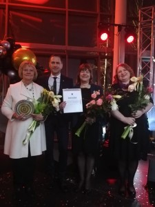 Attēlā no kreisās puses Anna Jurkāne, muzejrezervāta direktore, Uģis Mitrevics, Siguldas novada pašvaldības domes priekšsēdētājs, Līga Kreišmane, krājuma galvenā glabātāja un Baiba Biteniece, galvenā speciāliste.