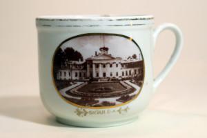 3.Krūzīte TMR 28478 Porcelāna krūzīte ar Krimuldas pils fotoattēlu