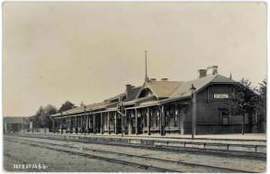 Siguldas pirmā dzelzceļa stacija. Pastkarte. 20. gadsimta sākums. Skats no dienvidaustrumiem, Cēsu puses.
