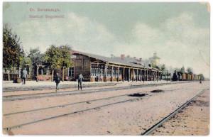 Siguldas pirmā dzelzceļa stacija. Pastkarte. 20. gadsimta sākums. Skats no dienvidrietumiem, Rīgas puses.