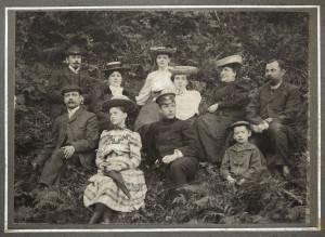Turaidas krodzinieka Augusta Rumpētera ģimene, ap 1906. gadu. Privātkolekcija