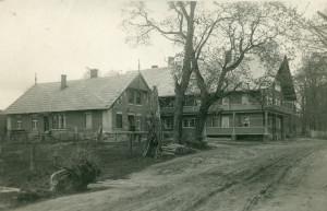 """Turaidas """"Šveices māja"""" un tējnīca. Foto atklātne, pēc 1932. gada. Turaidas muzejrezervāts"""