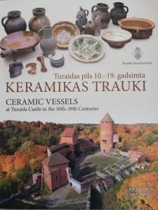 """Grāmatas """"Katalogs. Turaidas pils 10. – 19. gadsimta keramikas trauki."""" vāks"""