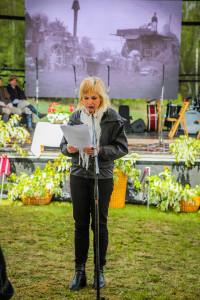 Rakstniece Inga Ābele ekspozīcijas atklāšanas dienā