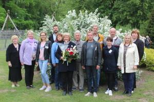 Turaidas muzejrezervāta direktore Anna Jurkāne kopā ar muzejrezervāta darbiniekiem 2019. gaa 24. maijā Muzeju dienā Daugavas muzejā