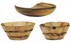 Turaidas pils izrakumos atrasta fragmentāra virpota koka bļoda un galdiņu bļodiņas (TMR foto)