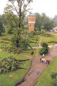 1999. gada 6. jūlija pēcpusdienā spēcīga triecienvētra apmēram 5 minūšu laikā izpostīja daļu no Siguldas. Triecienvētras epicentrs atradās posmā starp Siguldas dzelzceļa staciju un maizes ceptuvi pie Vidzemes šosejas. Vienu kilometru platā joslā tika izgāzti vai nolauzti apmēram 500 lieli koki, norauti māju jumti, sabojātas elektrības līnijas.