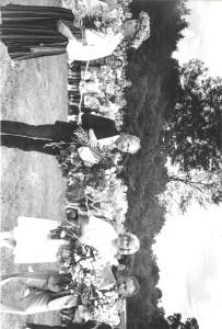 Dainu kalna atklāšana 1985. gada 7. jūlijā. No labās: arhitekts Ilgvars Batrags, Dainu kalna idejas autore, Siguldas novadpētniecības muzeja direktore Anna Jurkāne, tēlnieks Indulis Ranka, Anda Salmane