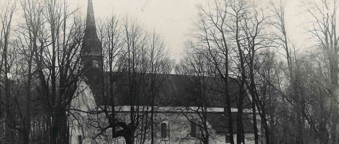 Siguldas baznīcas kopskats pirms pārbūves no DDR. Fotogrāfs nezināms, ap 1925. gadu