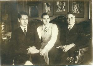 Viktors Eglītis ar dēliem Anšlavu un Vidvudu. 20. gs. 20. gadi