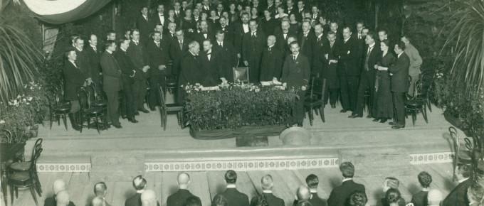 3)Latvijas valsts proklamēšana 1918. gada 18. novembrī. Viļa Rīdzenieka fotouzņēmums. Atklātne TMR krājumā