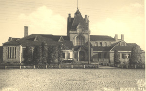 Station from the north, yard side. Late 1930s, photographer unknown