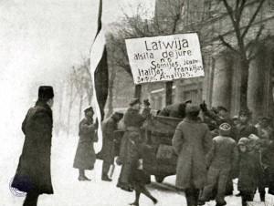 Demonstrācija Rīgā sakarā ar Latvijas atzīšanu de iure