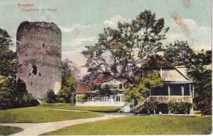 Turaidas pilsdrupu pagalmā celtā koka dzīvojamā ēka. 20. gs. sākuma pastkarte