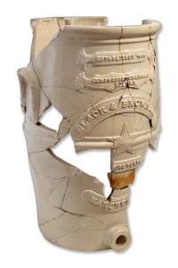 Fragmentārs angļu firmas Slack&Brownlow ūdensfiltrs, atrasts Turaidas pilsdrupu arheoloģiskajos izrakumos 1992. gadā